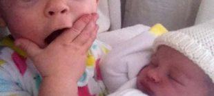Çocukların Yeni Doğmuş Kardeşleriyle İlk Kez Karşılaşma Anlarına Dair 20 Fotoğraf