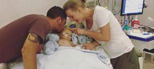 Annesi Bebeğinde Kulak Enfeksiyonu Var Sandı – Doktorlar Bebeğin Parmaklarını Görünce Hemen Yoğun Bakıma Kaldırdılar