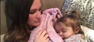 Doktor Bebeğin Öleceğini Söyledi – Bakın Bakıcısı Hayatını Nasıl Kurtardı