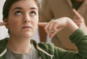 """Ergenlik Dönemindeki Gençlerle """"Baş Etmek"""" İçin Dokuz Tavsiye"""