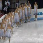 16 Buz Patencisi Kız Pistte Hareketsiz Duruyordu İlk Sıradaki Arkasını Dönünce İzleyenler Şok Oldu