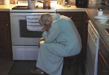 Kayınvalidesini Bu Halde Mutfakta Buldu – Söyledikleri Herkesin Yüreğini Sızlattı