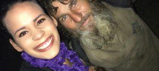 Evsiz Adam Öğrenci Kız Gecenin Köründe Evine Yürümesin Diye Bütün Parasını Verdi