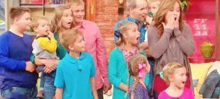 Ölen Arkadaşının 6 Çocuğunu Evlat Edinen Kadının Başına Talih Kuşu Kondu