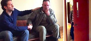 Sokaklarda Yaşayan Baba 19 Yıldır Görmediği Oğluyla Buluşturulunca Gözyaşlarına Hakim Olamadı