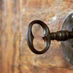 70 yıl sonra kilitli kapıyı açan mirasçılar gözlerine inanamadı!