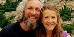 Aşık kocanın inanılmaz kararı: Ölen eşinin yanında altı gün boyunca yattı