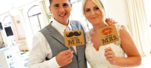 Eşini kaybeden kadın düğün fotoğrafına bakınca şoke eden gerçekle karşılaştı