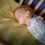 Kolları Yok Diye Annesi Daha Bebekken Terketti – 1 Yıl Sonra Minik Kızın Hayatı Değişti