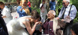 Düğün sahte, sevgi gerçek