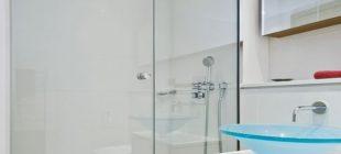 Pahalı kimyasallar almak ve eve temizlikçi çağırmak yerine gayet ucuz ve kolay bir yöntemle banyo fayanslarınızı temizleyebilirsiniz.