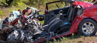 Polis Trafik Kazasında Hayatını Kaybeden Kadını Araçtan Çıkardı – Telefonuna Bakınca Acı Gerçeği Öğrendi