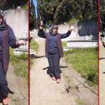 Mezarlıkta çiftetelli şoku: İzleyenler şaştı kaldı