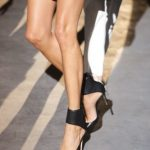 Topuklu ayakkabıyla yürüme rehberi