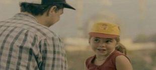 Kemal Sunal'ın 'Garip' filmindeki çocuk oyuncu Fatoş bakın şimdi ne yapıyor