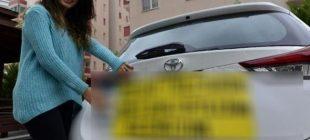 Arabasının arkasına öyle bir yazı yazdı ki gören herkes yardım etmeye çalışıyor