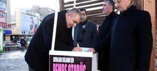 'Pembe otobüs' için imzayı toplayanlar da atanlar da erkekler!