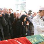 2 kızını babaları tarafından katledilen anne cenazede en önde saf tuttu : Korumadınız, kollamadınız!