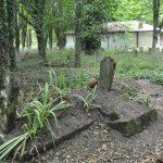 """Çanakkale'de """"yer değiştiren"""" mezar : 'Issız Cuma' mezarlığında yaşanan sır dolu olaylar, duyanları şaşkına çeviriyor."""