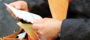 En az 8 yıldır yarım tondan fazla postayı teslim etmeyip biriktiren postacı yakalandı