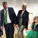 """Yeliz Yeşilmen'in aile fotoğrafı olay oldu: """"Evden çıkmadan önce keşke aynaya baksaydınız"""""""