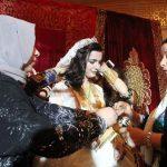 Şanlıurfa'da aşiret düğünü! Gelin altınları zor taşıdı.