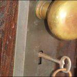 1939'da Terkedilip 70 Yıl Sonra Kapıları Açılan Evin İçinden Servet Çıktı