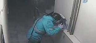 İğrençsin ! Eskişehir'de pizzaya tüküren kurye güvenlik kamerasına yakalandı