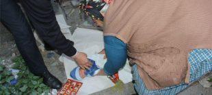 Çöp atılan yerde çıplak halde kağıt üzerine bırakılmış olarak yeni doğmuş bir bebek bulundu… Nasıl kıydınız?