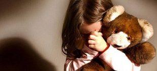 Günün İğrenç Haberi: 2 Erkek Çocuğu, 8 Yaşındaki Kızı Mezarlıkta Zorla İstismar Etti.