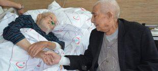 Çanakkale'de 72 yıl önce askerlik yapmışlardı! Tesadüfün bu kadarı! Asker arkadaşları 72 yıl sonra hastane odasında buluştu