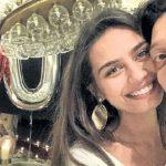 Mesut Özil'den nişanlısı Amine Gülşe'nin ailesine iki bavul hediye