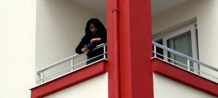 """Kendini balkona kilitleyen genç kadın, """"T*cavüze uğruyorum"""" deyip yardım istedi"""